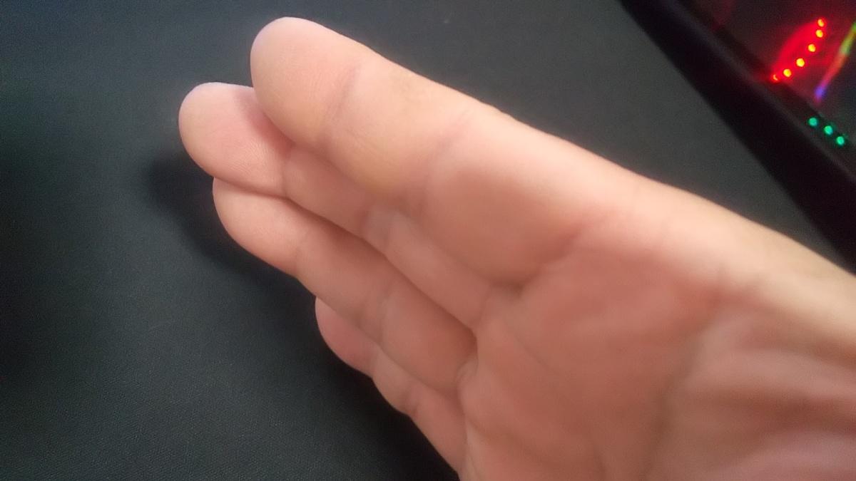 指 テーピング バネ